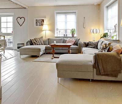 43 m2 nyt Tarkett plankegulv i ask til hus i Veksø nær Ballerup
