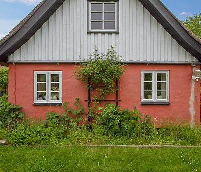 Montering af to nye KPK vinduer i gårdhus i Helsinge