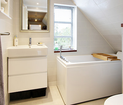 Nyt 4 m2 badeværelse med Hangrohe aramturer i Vejby nær Helsinge