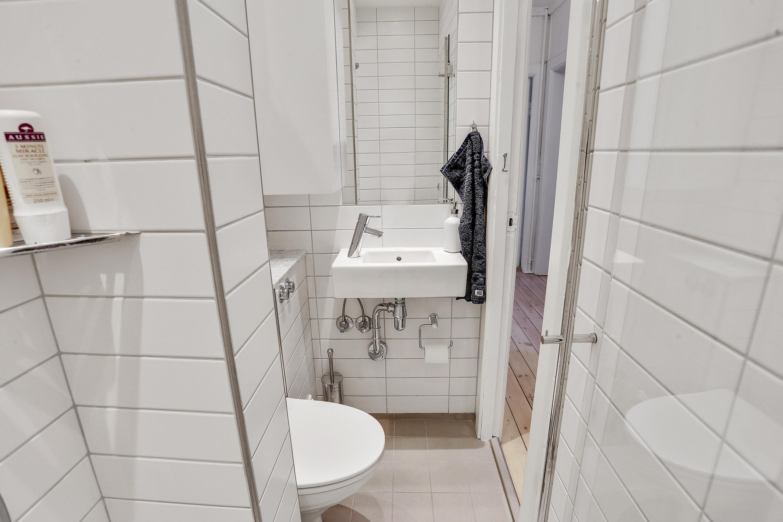 Nyt lille københavner badeværelse på 1,5 m2 med Duravit vask i ...