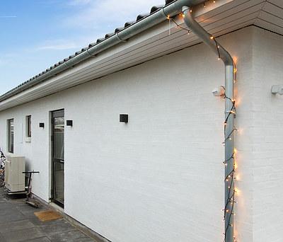 Nybygget hus med Komproment tegltag og Kvik køkken i Skovlunde nær København