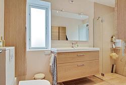 Nyt badeværelse med Damixa vandhane og Unidrain i Virum nær Lyngby