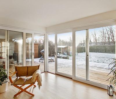 Flot totalrenovering af stue, soveværelse og badeværelse i hus i Ølstykke nær Frederikssund