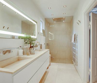 Nyt 12 m2 badeværelse med Hansgrohe armatur og bruser i Klampenborg nær Lyngby