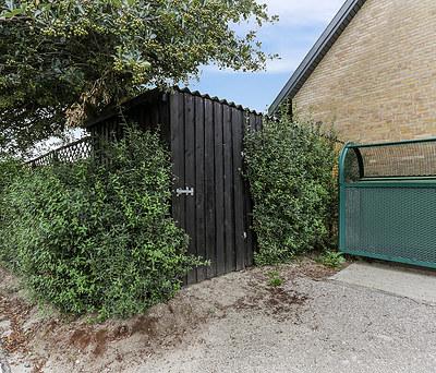 Nyt 12 m2 skur og 50 m2 flisebelægning til hus i Herlev