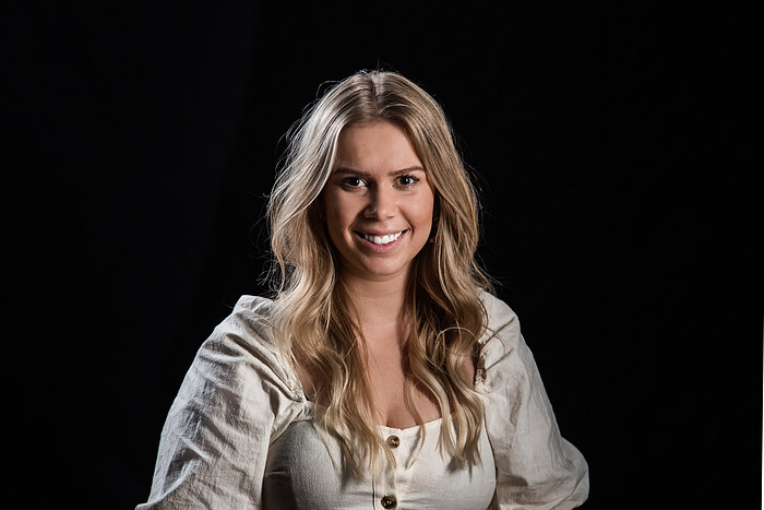 Natalie Womb-Olsen, Salg